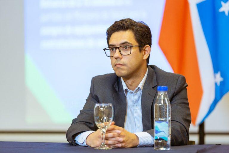 """El ministro Fernandez afirmó que """"la prioridad es dar la oportunidad a comerciantes de acceder a líneas de crédito"""""""