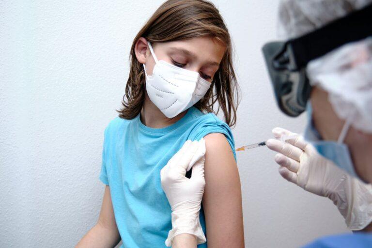 Qué ocurriría en caso de que niños, niñas y adolescentes quieran recibir la vacuna, en contra de la decisión de sus padres