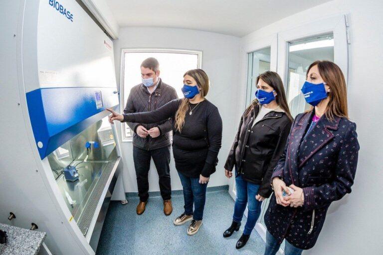 Río Grande: El laboratorio municipal lleva procesados más de 17 mil hisopados en el marco de la pandemia por covid19