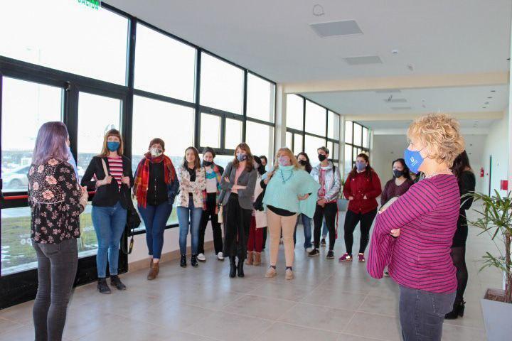 Nuevo espacio municipal: Mujeres artistas de Ushuaia recorrieron las instalaciones de la Casa de la Mujer